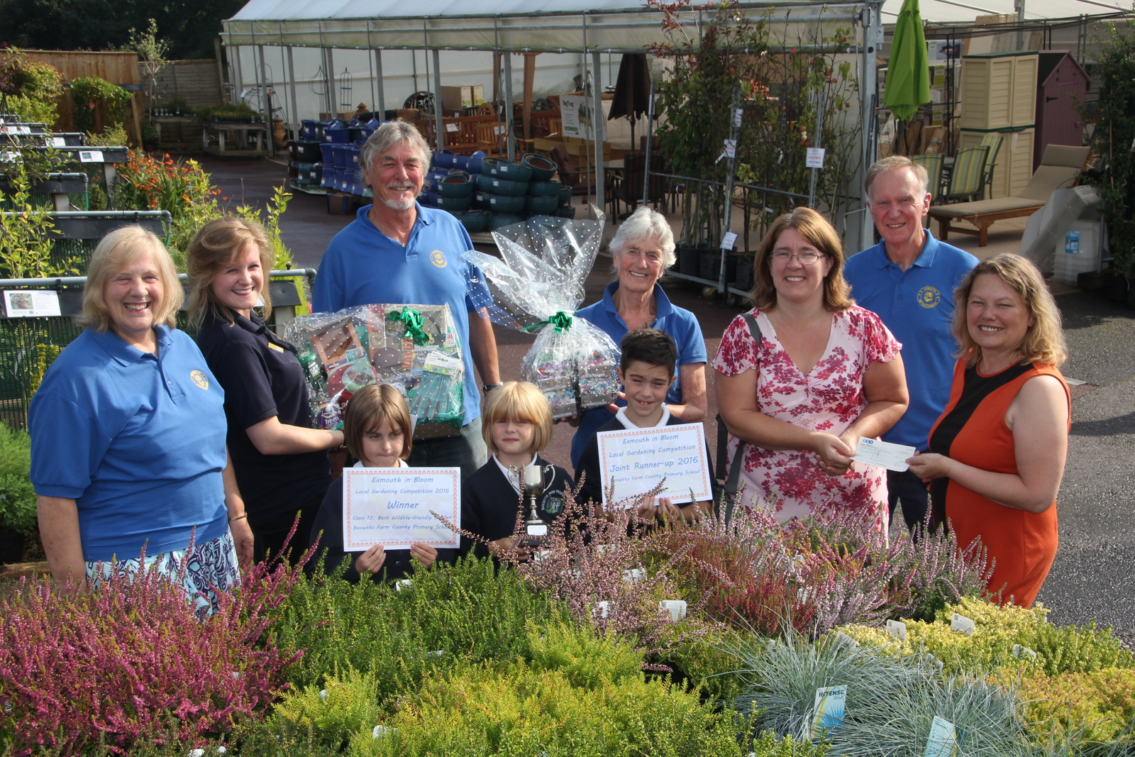 Bassetts Farm School receiving prize