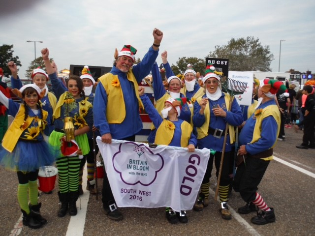 Bloomin' Gnomes assemble for parade